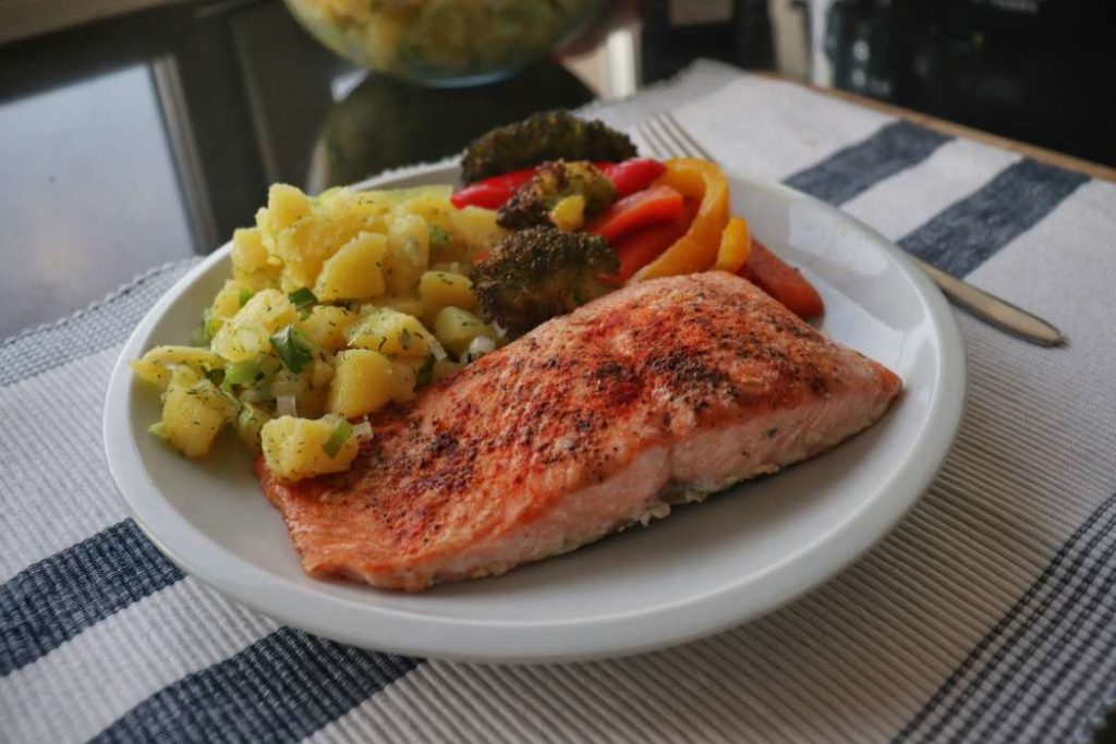 """easy meal prep meal salmon and veggies from article """"Easy meal prep ideas for dinner"""""""