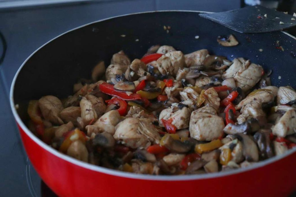 """stir fry chicken meal prep recipe from article """"Easy meal prep ideas for dinner"""""""